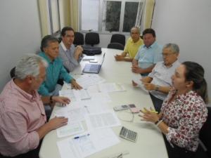 """""""Reunião de trabalho: 7 (sete) vereadores contrários ao projeto analisam o impacto das mudanças"""""""